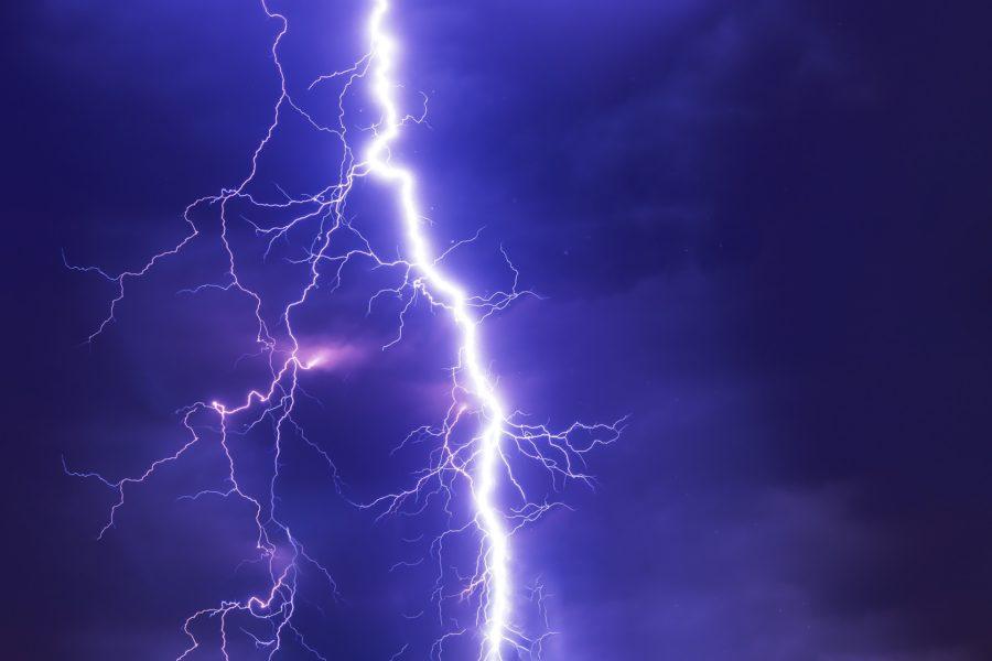 Blitz während einem Gewitter (Bild von O12 auf Pixabay)